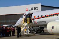 ニュース画像:MRJ初飛行、「大成功」