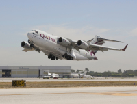 ニュース画像:ロングビーチ工場最後のC-17が離陸、名門工場閉鎖へ【動画】