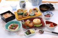 ニュース画像:エバー航空、成田、羽田線でミシュラン三ツ星・中村料理長のメニュー提供