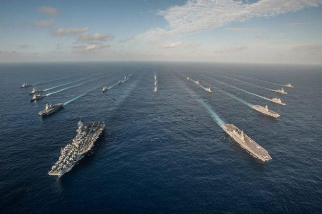 ニュース画像:ロナルド・レーガン(CVN-76)と護衛艦いずもを先頭にアメリカ海軍艦艇と海自護衛艦 | FlyTeam ニュース