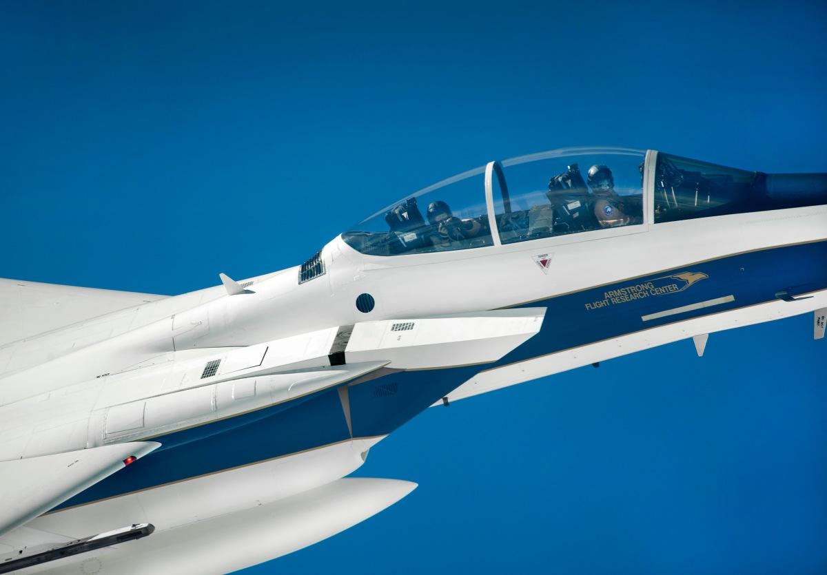 NASAアームストロング・フライト・リサーチ・センターのF-15D ...