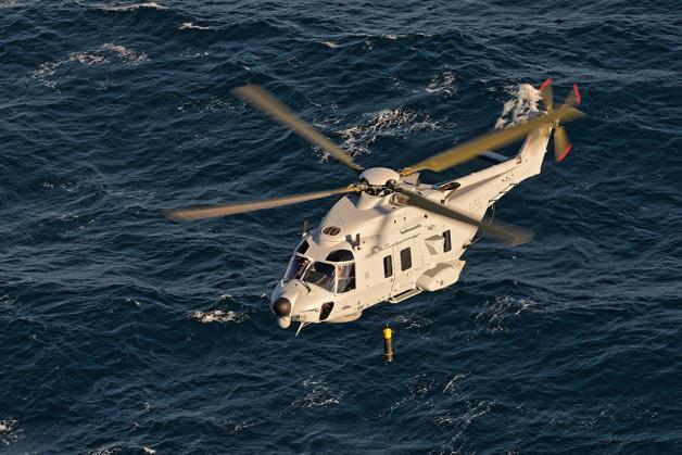 ニュース画像 1枚目:ディッピング・ソナーを吊り下げるスウエーデン空軍のNH90