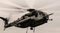ニュース画像:ハワイで海兵隊のCH-53E 2機が空中衝突 乗員12名全員が死亡
