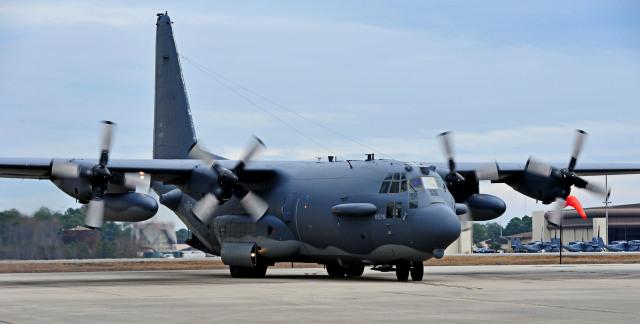 ニュース画像 1枚目:最後の訓練を終えてスポット・インするAC-130H「ウィックド・ワンダ」。