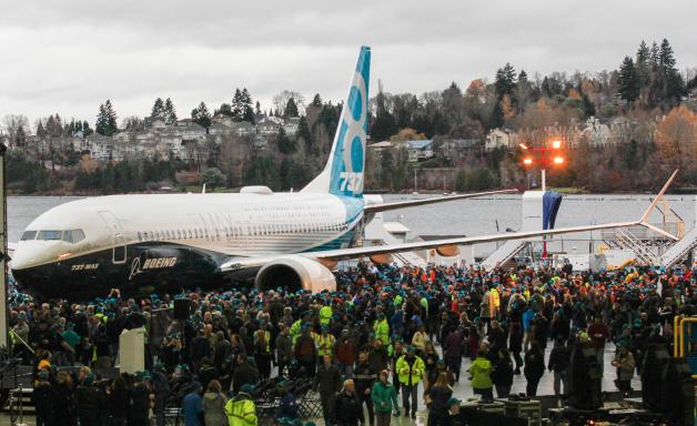 ニュース画像 1枚目:737 MAX ロールアウト式典で
