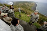 ニュース画像:嘉手納基地の米空軍隊員、硫黄島を視察