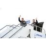 ニュース画像 7枚目:初飛行を終え、観衆に応えるウィルソン機長とボンベン副機長