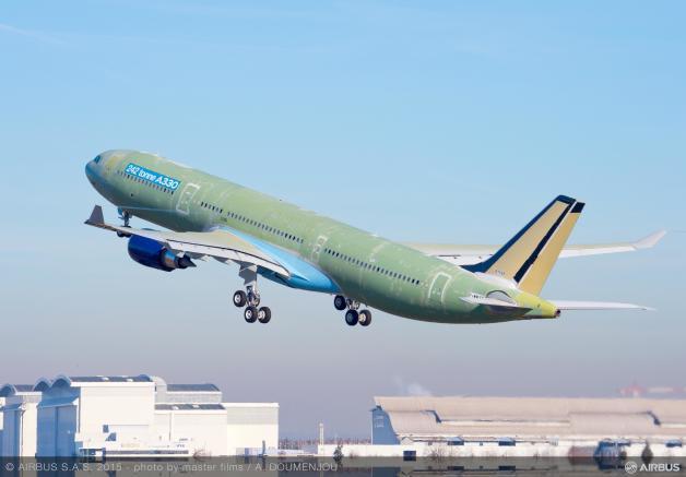 ニュース画像 1枚目:A330最大離陸重量242トンの初飛行
