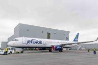 ニュース画像:エアバスの米工場初のA320ファミリー、ジェットブルー塗装でロールアウト