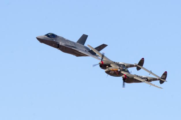 ニュース画像 1枚目:P-38ライトニングとF-35ライトニングII
