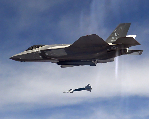 ニュース画像 1枚目:GBU-12レーザー誘導爆弾の訓練弾を投下する56FW/62FSのF-35A