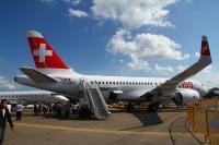 ニュース画像:ボンバルディア、CS100試験飛行機2号機がロンドン・シティ空港に初着陸