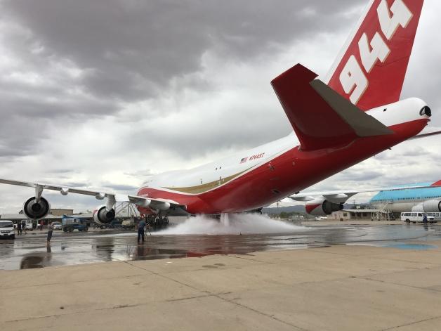 ニュース画像 1枚目:747-400スーパータンカーの消火活動の地上試験