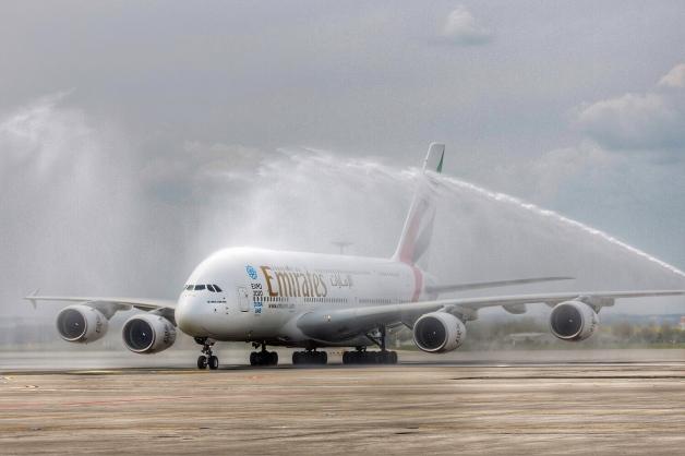 ニュース画像 1枚目:プラハでの定期便初のA380