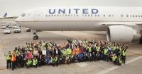 ニュース画像 1枚目:ワシントン・ダレス国際空港に勤務するユナイテッド航空のスタッフたち