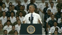 ニュース画像 1枚目:岩国基地格納庫で講演するオバマ大統領、DVIDSのウェブ中継から