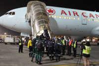 ニュース画像:エア・カナダ、初めて南アフリカに運航 森林火災の消防士輸送で