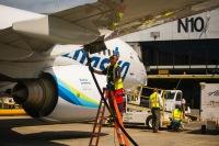 ニュース画像:アラスカ航空、アメリカ初のトウモロコシから生成したバイオ燃料で運航
