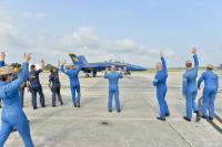 ニュース画像:ブルーエンジェルスが飛行再開、サンダーバーズはエアショーに復帰