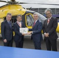 ニュース画像:レオナルドと三井物産、日本市場で50機目のAW139導入を祝う