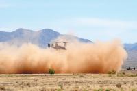 ニュース画像:アメリカ空軍、オスプレイを砂埃から守るため砂漠に接着剤を散布