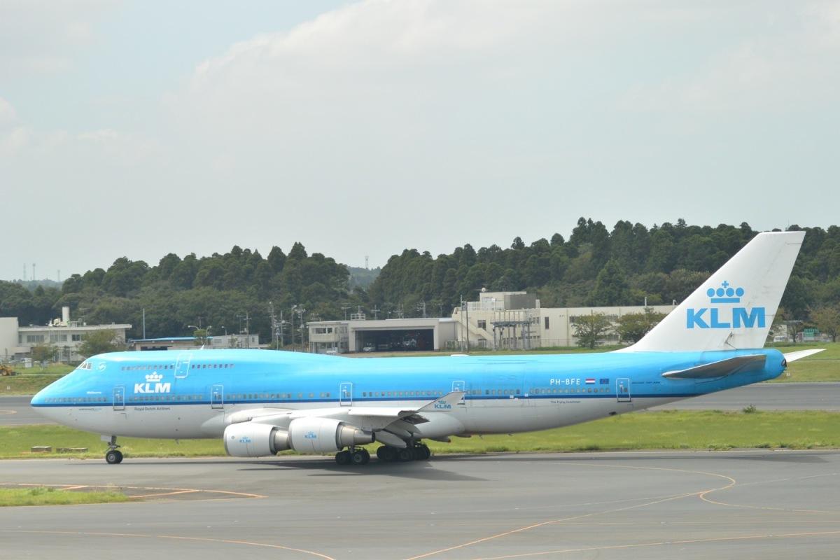 ニュース画像 1枚目:成田空港の誘導路をタキシングするKLMの747