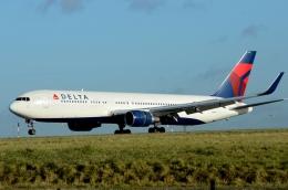バーバ父さんが、パリ シャルル・ド・ゴール国際空港で撮影したデルタ航空 767-332/ERの航空フォト(写真)