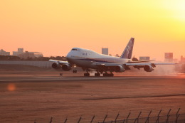 senchouさんが、伊丹空港で撮影した全日空 747-481(D)の航空フォト(飛行機 写真・画像)