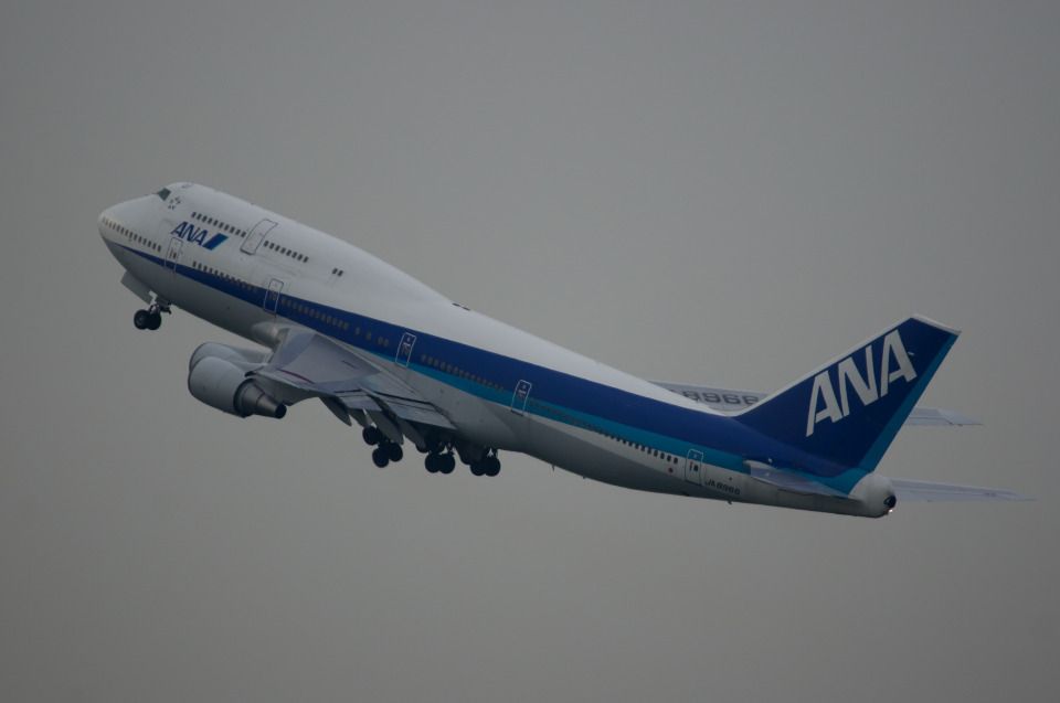 xxxxxzさんの全日空 Boeing 747-400 (JA8966) 航空フォト