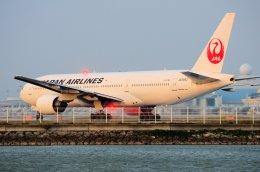 ちいたさんが、那覇空港で撮影した日本航空 777-246の航空フォト(飛行機 写真・画像)