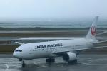 SINGCARGOさんが、那覇空港で撮影した日本航空 777-246の航空フォト(写真)