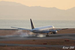 RINA-281さんが、関西国際空港で撮影したユナイテッド航空 777-222/ERの航空フォト(飛行機 写真・画像)