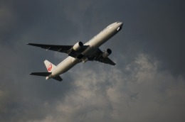 ケイエスワルツオーさんが、羽田空港で撮影した日本航空 777-346の航空フォト(飛行機 写真・画像)