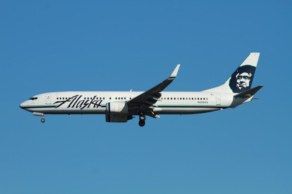 matsuさんのアラスカ航空 Boeing 737-900 (N320AS) 航空フォト