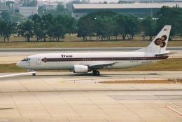 ゴンタさんが、ドンムアン空港で撮影したタイ国際航空 737-4D7の航空フォト(飛行機 写真・画像)