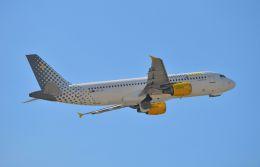 航空フォト:EC-JZI ブエリング航空 A320