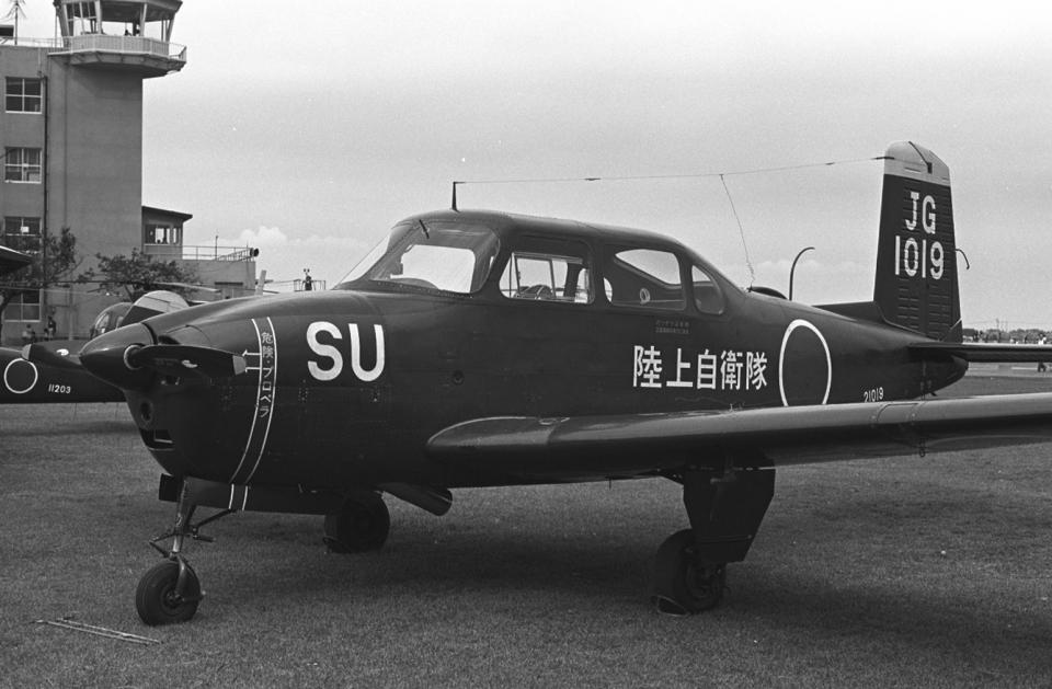 チャーリーマイクさんの陸上自衛隊 Fuji LM-1/LM-2 (21019) 航空フォト