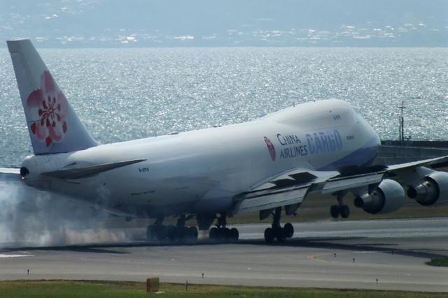 山河 彩さんが、関西国際空港で撮影したチャイナエアライン 747-409F/SCDの航空フォト(飛行機 写真・画像)