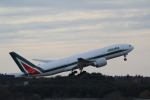 ANA744Foreverさんが、成田国際空港で撮影したアリタリア航空 777-243/ERの航空フォト(写真)
