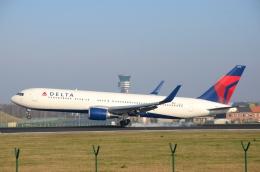 バーバ父さんが、ブリュッセル国際空港で撮影したデルタ航空 767-332/ERの航空フォト(写真)