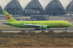 FlySwimmerさんが、スワンナプーム国際空港で撮影したS7航空 767-33A/ERの航空フォト(写真)