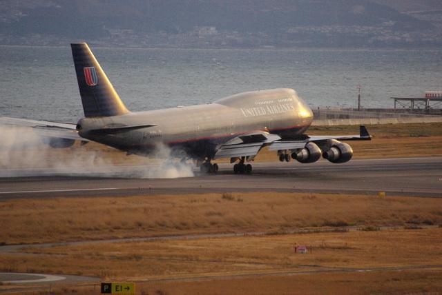 ヒデキチさんが、関西国際空港で撮影したユナイテッド航空 747-422の航空フォト(飛行機 写真・画像)