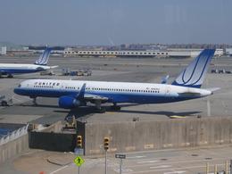 Dekatyouさんが、ジョン・F・ケネディ国際空港で撮影したユナイテッド航空 757-222の航空フォト(飛行機 写真・画像)