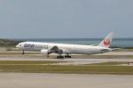 もんきぃさんが、那覇空港で撮影した日本航空 777-346の航空フォト(写真)