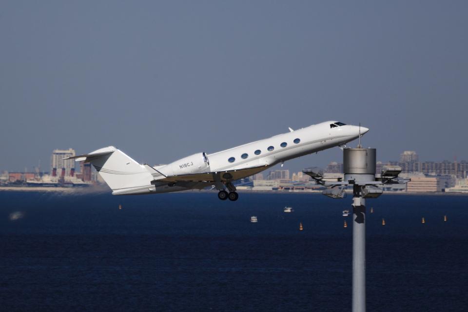 T.Sazenさんのウェルズファーゴ・バンク・ノースウエスト Gulfstream Aerospace G350/G450 (n18cj) 航空フォト