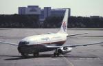 チャーリーマイクさんが、シンガポール・チャンギ国際空港で撮影したマレーシア航空 737-2H6/Advの航空フォト(写真)