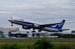 しんさんが、伊丹空港で撮影した全日空 767-381の航空フォト(写真)