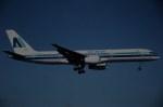 tassさんが、マイアミ国際空港で撮影したエア・アルバ 757-236の航空フォト(飛行機 写真・画像)