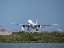 ひこ☆さんが、那覇空港で撮影した日本航空 777-246の航空フォト(飛行機 写真・画像)