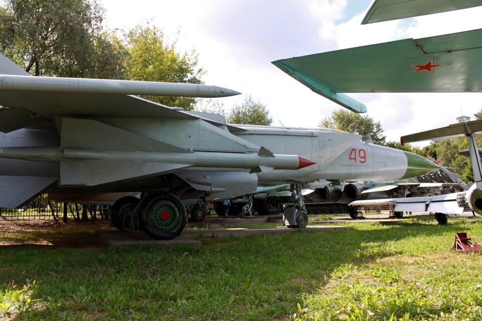mikechinさんのロシア空軍  MiG-25 (49) 航空フォト